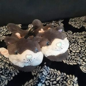 Nwt fuzzy kitty cat slippers
